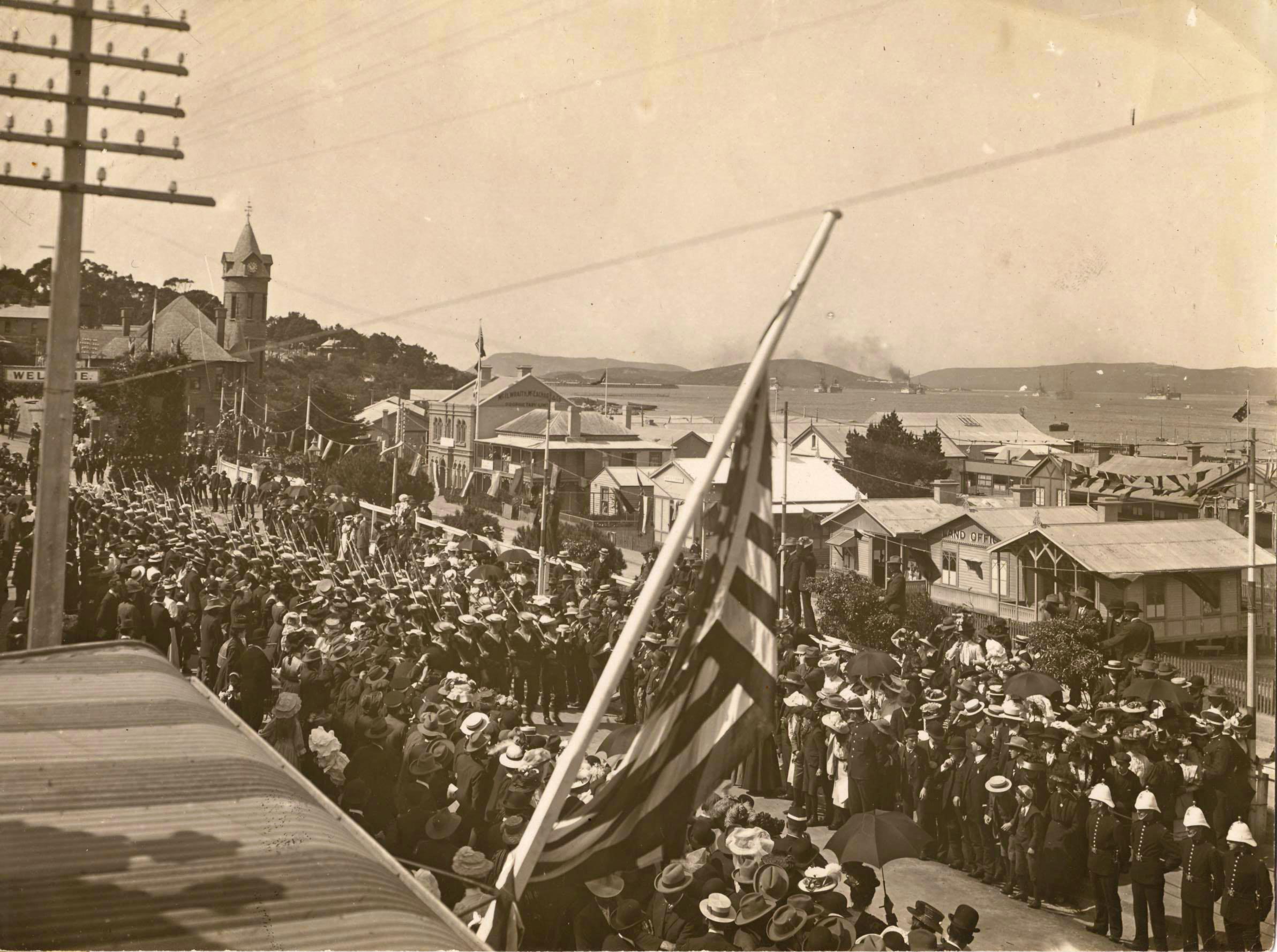 Albany crowded parade 001
